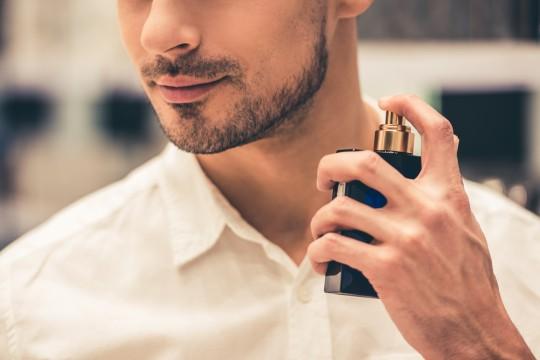 香水臭いメンズは卒業しない?モテる香りの付け方教えます!