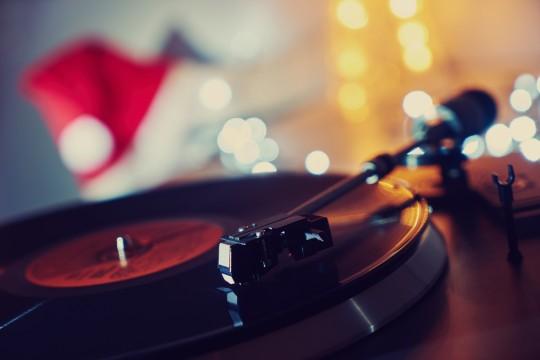 【テンション上がる】クリスマスが最高に盛り上がるEDM20曲