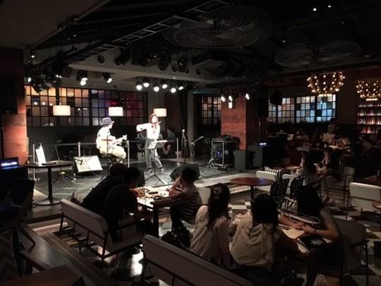 渋谷にあるリビングルームカフェの店内