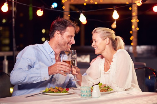 https://www.shutterstock.com/ja/image-photo/couple-eating-dinner-rooftop-restuarant-289805126