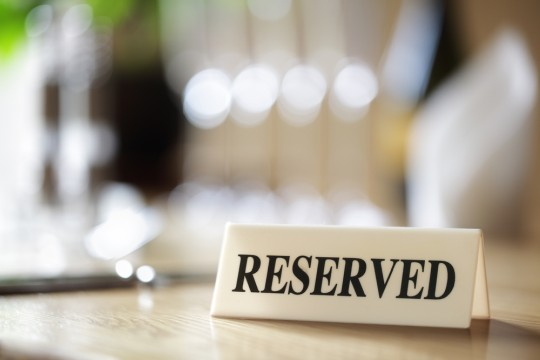 https://www.shutterstock.com/ja/image-photo/restaurant-reserved-table-sign-places-setting-248873455
