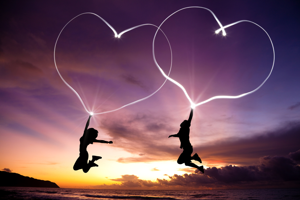 https://www.shutterstock.com/ja/image-photo/young-couple-jumping-drawing-connected-hearts-90374245