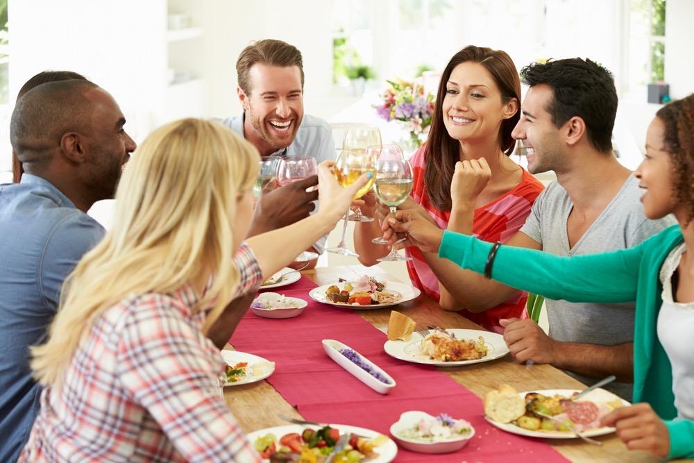 https://www.shutterstock.com/ja/image-photo/group-friends-making-toast-around-table-165815270