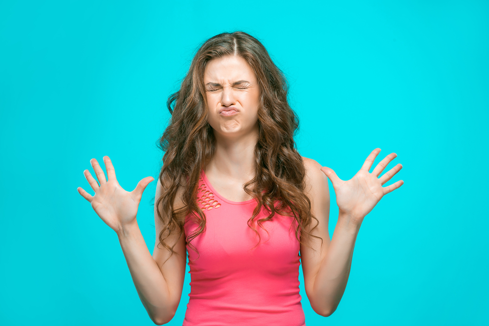 https://www.shutterstock.com/ja/image-photo/portrait-disgusted-woman-460354567