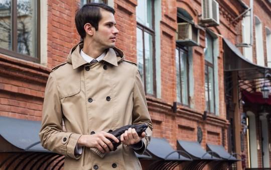 極寒の冬から、暖かい春先まで使えるトレンチコートの着こなし
