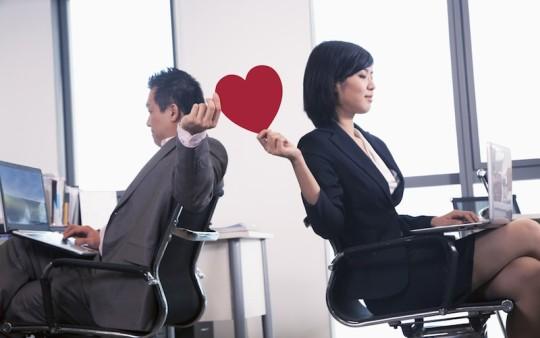 社内恋愛を周囲にはバレずに楽しむ方法