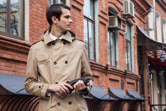 【梅雨対策】スーツに似合うレインコートをスマートに着こなそう