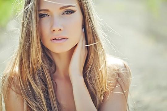 こんなに綺麗な彼女が!?意外なコンプレックスを持つ美人と出会って長く付き合う方法
