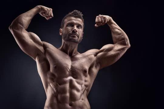 筋肉は裏切らない!?シュールすぎる出演者で話題の『みんなで筋肉体操』が帰ってくる!!
