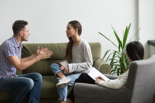 彼女が悩みを相談してくれない心理とその対処法。相談されたときのベストな回答方法とは?