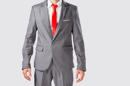 安いメンズスーツはやっぱりダサい