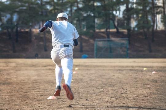 野球部の中で雑に扱われるいじられキャラで全くモテなかった中学〜高校時代