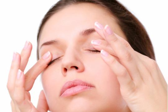 すぐできる一重の直し方3選。目の上の腫れは飲みすぎってホント?