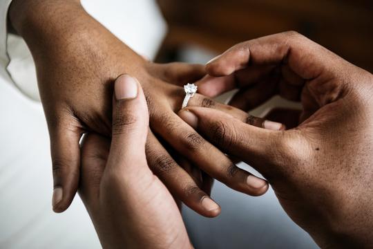 早期に結婚や同棲話が出てくる可能性大