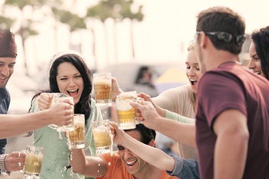 【誰でもできる】飲み会の盛り上げ方3選!ネタがなくてもウケる方法